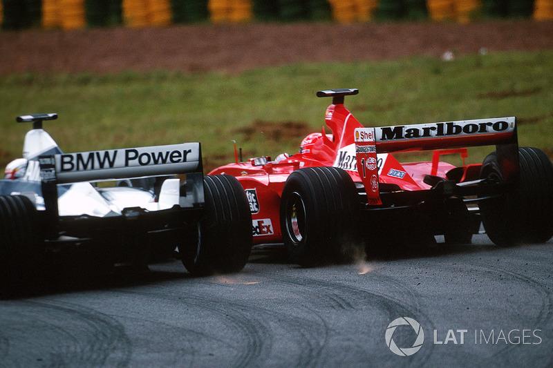Reinicio: Montoya ataca a Schumacher