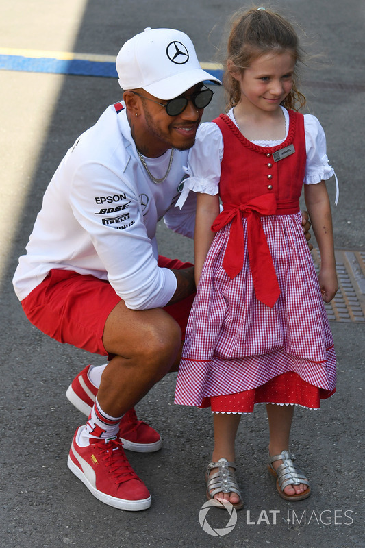 Lewis Hamilton, Mercedes-AMG F1 et une jeune fan