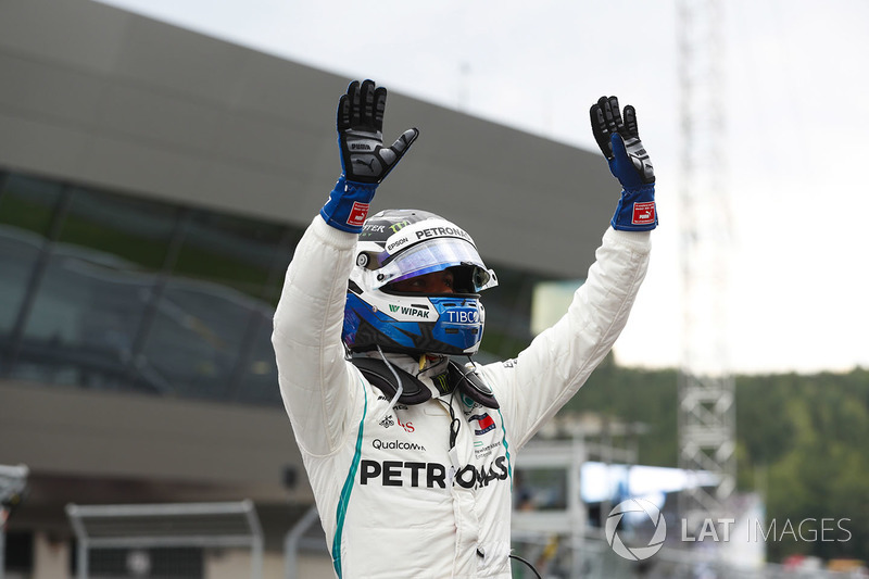 Valtteri Bottas, Mercedes AMG F1, fête sa pole position