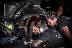 Meccanici del Belgian Audi Club Team WRT