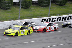 Ryan Blaney, Team Penske, Ford Fusion Menards/Duracell and Brad Keselowski, Team Penske, Ford Fusion Wurth