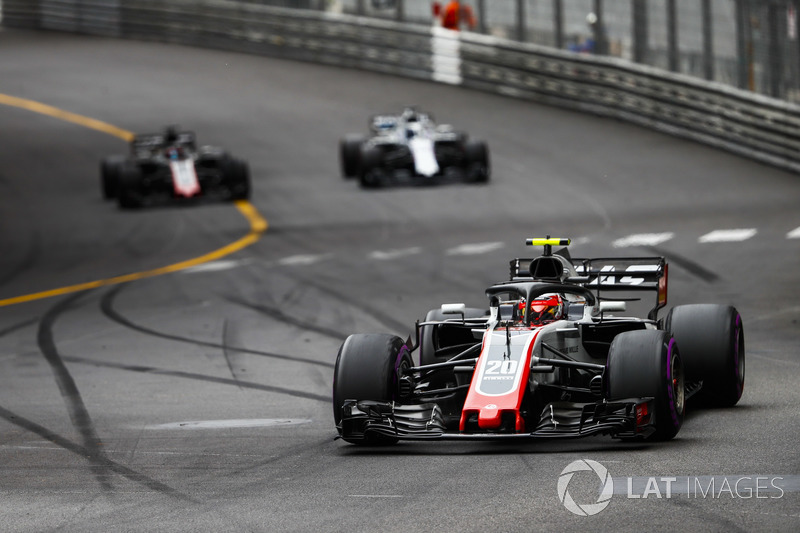 Kevin Magnussen, Haas F1 Team VF-18, Lance Stroll, Williams FW41, y Romain Grosjean, Haas F1 Team VF-18