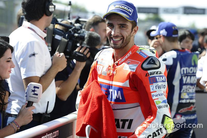 Il terzo qualificato Andrea Iannone, Ducati Team nel parco chiuso