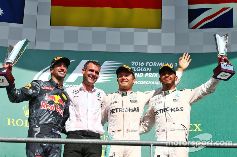 Подиум: второй – Даниэль Риккардо, Red Bull Racing; победитель – Нико Росберг, Mercedes AMG F1; трет