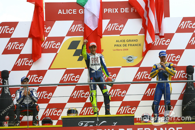 Podio: 1º Valentino Rossi, 2º Jorge Lorenzo, 3º Colin Edwards