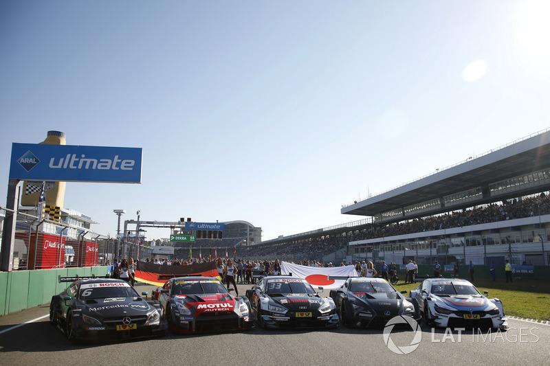 Mobil DTM dan Super GT di garis start