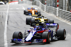 Пьер Гасли, Scuderia Toro Rosso STR13, Нико Хюлькенберг, Renault Sport F1 Team RS18, и Стоффель Вандорн, McLaren MCL33