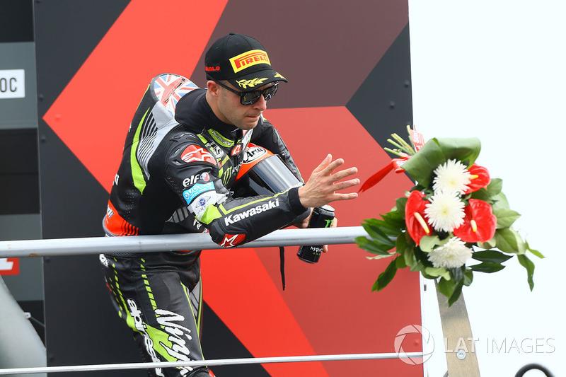 Podio: segundo lugar Jonathan Rea, Kawasaki Racing
