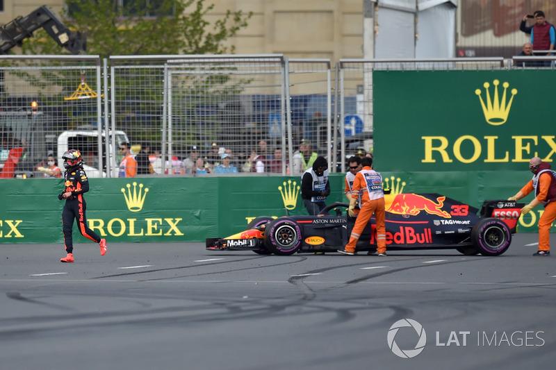 El coche accidentado de Max Verstappen, Red Bull Racing RB14