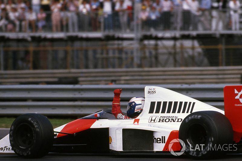 Race winner Alain Prost, McLaren MP4/5