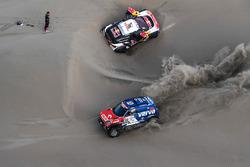 #312 X-Raid Team Mini: Jakub Przygonski, Tom Colsoul, #306 Peugeot Sport Peugeot 3008 DKR: Sébastien Loeb, Daniel Elena