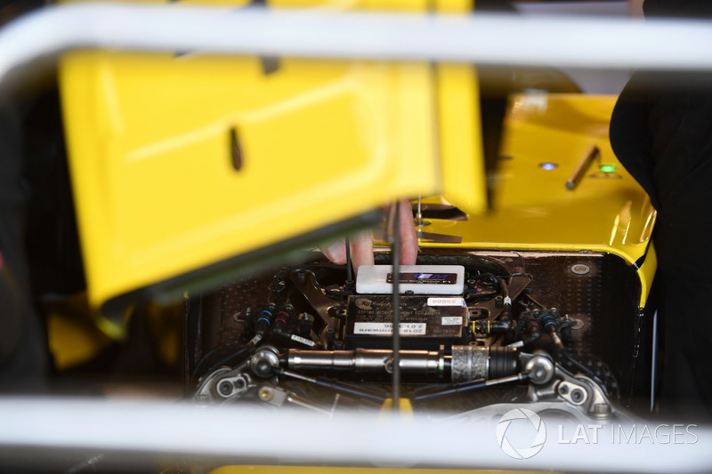 Renault Sport F1 Team R.S. 18 front suspension detail