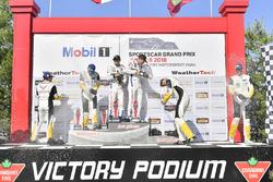 #67 Chip Ganassi Racing Ford GT, GTLM: Ryan Briscoe, Richard Westbrook celebra la victoria en el podio con#3 Corvette Racing Chevrolet Corvette C7.R, GTLM: Antonio Garcia, Jan Magnussen, #4 Corvette Racing Chevrolet Corvette C7.R, GTLM: Oliver Gavin, Tommy Milner,