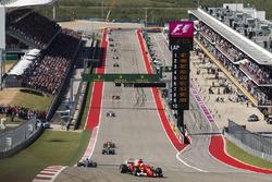 Sebastian Vettel, Ferrari SF70H, Lewis Hamilton, Mercedes AMG F1 W08, Valtteri Bottas, Mercedes AMG F1 W08, Daniel Ricciardo, Red Bull Racing RB13, the rest of the field