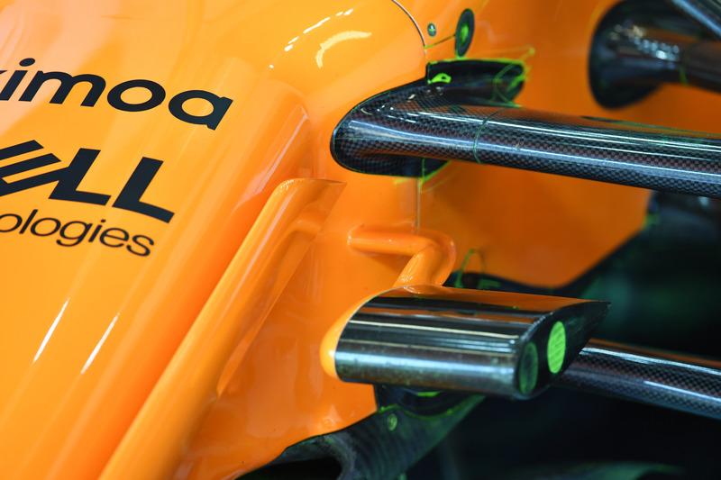 Detalle de la suspensión frontal del McLaren MCL33