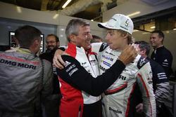Brendon Hartley, Porsche Team, Fritz Enzinger, head of Porsche Team celebrate