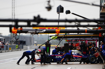 П'єр Гаслі (Toro Rosso STR13) у боксах