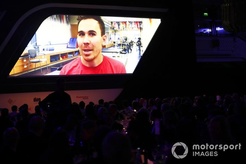 Le pilote d'IndyCar Robert Wickens apparaît en vidéo pour réagir à sa nomination dans la catégorie du Rookie de l'année