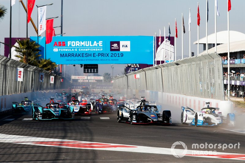 Alexander Sims, BMW I Andretti Motorsports, BMW iFE.18, Oliver Rowland, Nissan e.Dams, Nissan IMO1, Mitch Evans, Jaguar Racing, Jaguar I-Type 3, Antonio Felix da Costa, BMW I Andretti Motorsports, BMW iFE.18, the rest of the field at the start