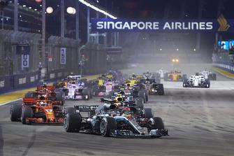 Lewis Hamilton, Mercedes AMG F1 W09 EQ Power+, leads Sebastian Vettel, Ferrari SF71H, Max Verstappen, Red Bull Racing RB14, Valtteri Bottas, Mercedes AMG F1 W09 EQ Power+, Daniel Ricciardo, Red Bull Racing RB14, Kimi Raikkonen, Ferrari SF71H, and the rest of the field at the start of the race