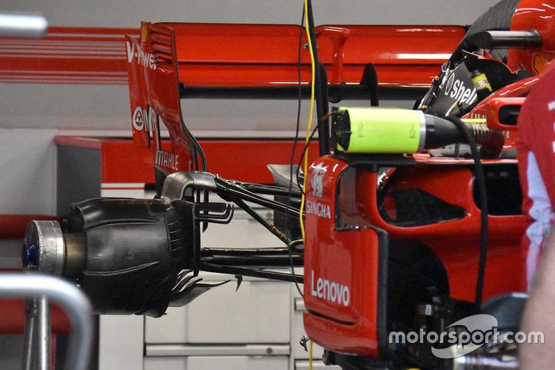 Mobil Ferrari di garasi