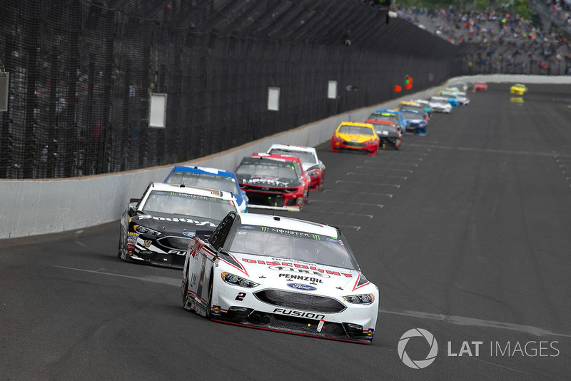 Brad Keselowski, Team Penske, Ford Fusion Discount Tire and Aric Almirola, Stewart-Haas Racing, Ford Fusion Smithfield