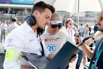 Felipe Massa, Venturi Formula E with his engineer on the grid