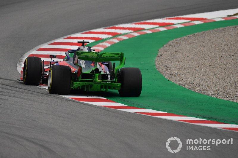Daniil Kvyat, Scuderia Toro Rosso STR14, avec de la peinture aéro sur l'aileron arrière et le diffuseur