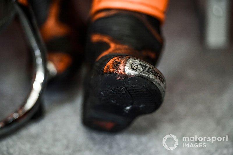 Dettaglio delle scarpe di Pol Espargaro, Red Bull KTM Factory Racing