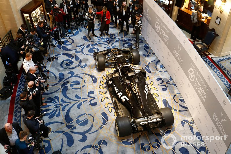 Kevin Magnussen, Haas F1 Team, Nicki Shields, William Storey, CEO de Rich Energy, Guenther Steiner, Team Principal, Haas F1 y Romain Grosjean, Haas F1 Team