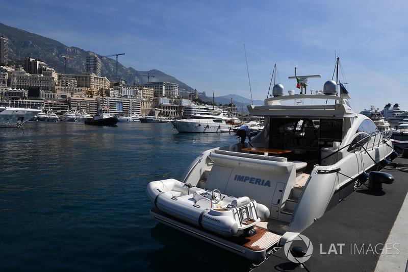 Des bateaux dans le port de Monaco