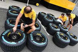 Renault Sport F1 Team mechanics with Pirelli tyres