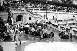 Alberto Ascari, Ferrari 125, passiert einen Unfall in der Tabac-Kurve