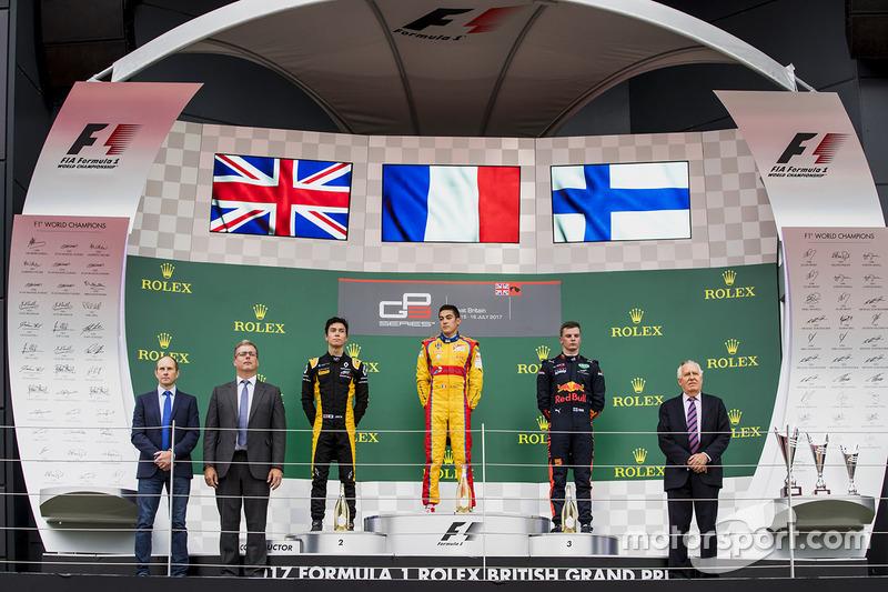 Podio: Ganador de la carrera Giuliano Alesi, Trident, segundo lugar Jack Aitken, ART Grand Prix, te