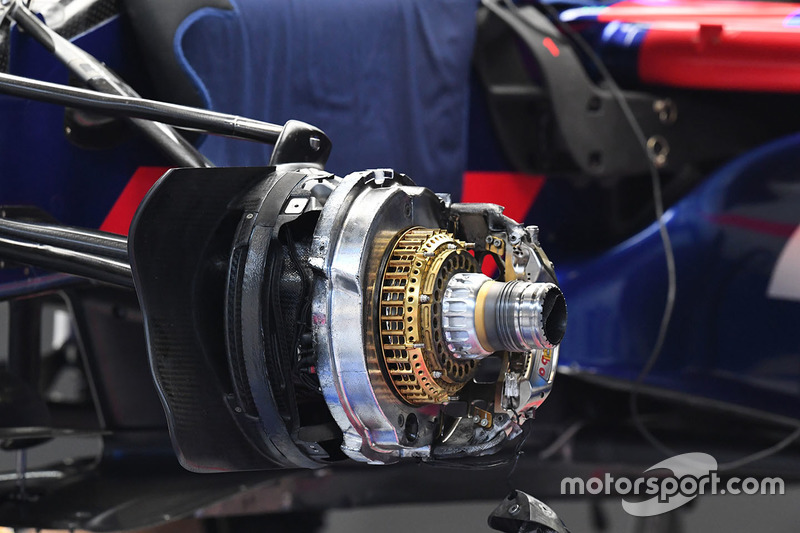 Scuderia Toro Rosso STR12, Vorderradbremse, Detail