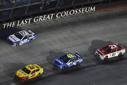 Joey Logano, Team Penske Ford, Jimmie Johnson, Hendrick Motorsports Chevrolet