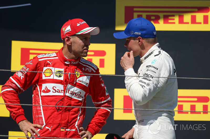 Podio: ganador de la carrera Sebastian Vettel, Ferrari, tercer lugar Valtteri Bottas, Mercedes AMG F