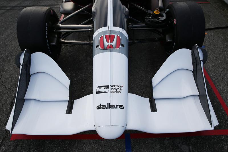 Машина IndyCar для сезону 2018 року із двигуном Honda