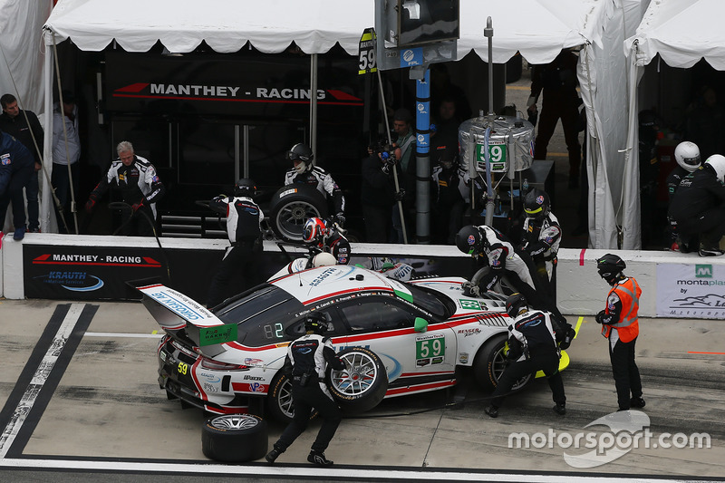 #59 Manthey Racing Porsche 911 GT3 R: Sven Muller, Reinhold Renger, Harald Proczyk, Steve Smith, pit action