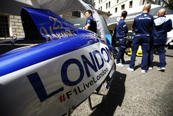 Sauber bodywork, the F1 Live London logo