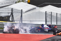Daniil Kvyat, Scuderia Toro Rosso STR12, Fernando Alonso, McLaren MCL32, Max Verstappen, Red Bull Racing RB13, collide at the start