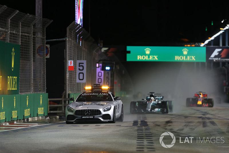 Safety Car leads Lewis Hamilton, Mercedes AMG F1 F1 W08