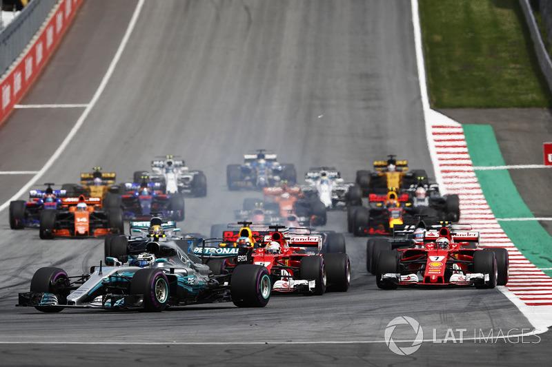 Start: Valtteri Bottas, Mercedes AMG F1 W08, Sebastian Vettel, Ferrari SF70H, Daniel Ricciardo, Red Bull Racing RB13, Kimi Raikkonen, Ferrari SF70H, Daniel Ricciardo, Red Bull Racing RB13, Romain Grosjean, Haas F1 Team VF-17 ve Lewis Hamilton, Mercedes AMG