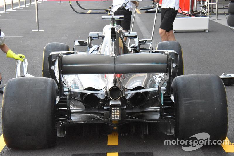 Вид Mercedes W09 ззаду показує, якого рівня охолодження вимагає траса Гран Прі Мексики.