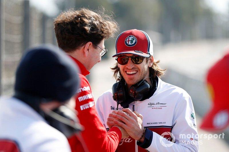Mattia Binotto, Team Principal Ferrari, con Antonio Giovinazzi, Alfa Romeo Racing