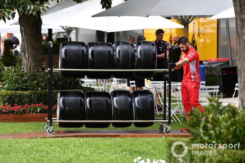 Ferrari takım çalışanı
