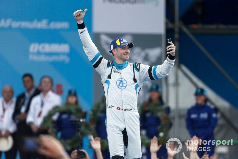 Edoardo Mortara Venturi Formula E, terzo, festeggia avvcinandosi al podio
