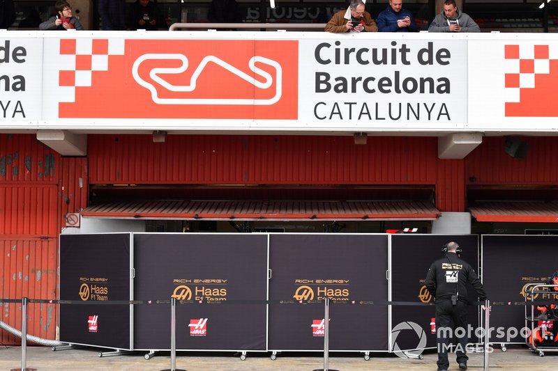 Haas F1 garage screens