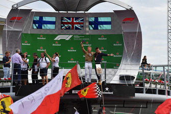 Nico Rosberg, Mercedes-Benz Ambassador on the podium with Will Buxton, FOM TV Presenter
