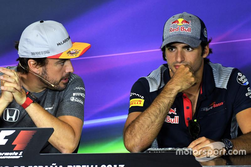 Фернандо Алонсо, McLaren, и Калос Сайнс-мл., Scuderia Toro Rosso